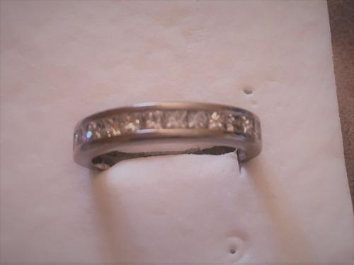 anillo oro blanco 18 kl con 12 diamantes corte princess