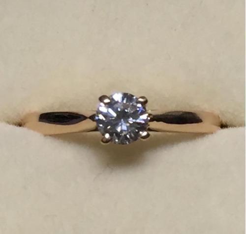 anillo oro de 18k con diamante natural redondo de 20 pts.