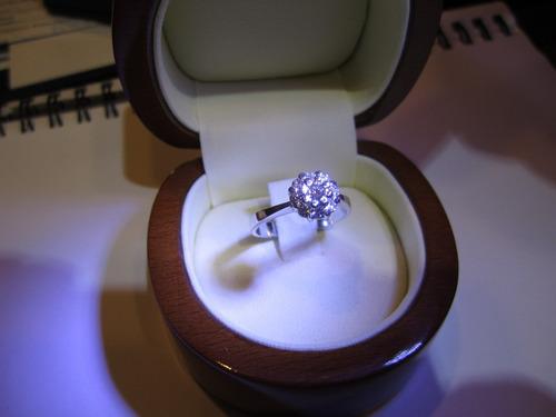 anillo oro diamantes