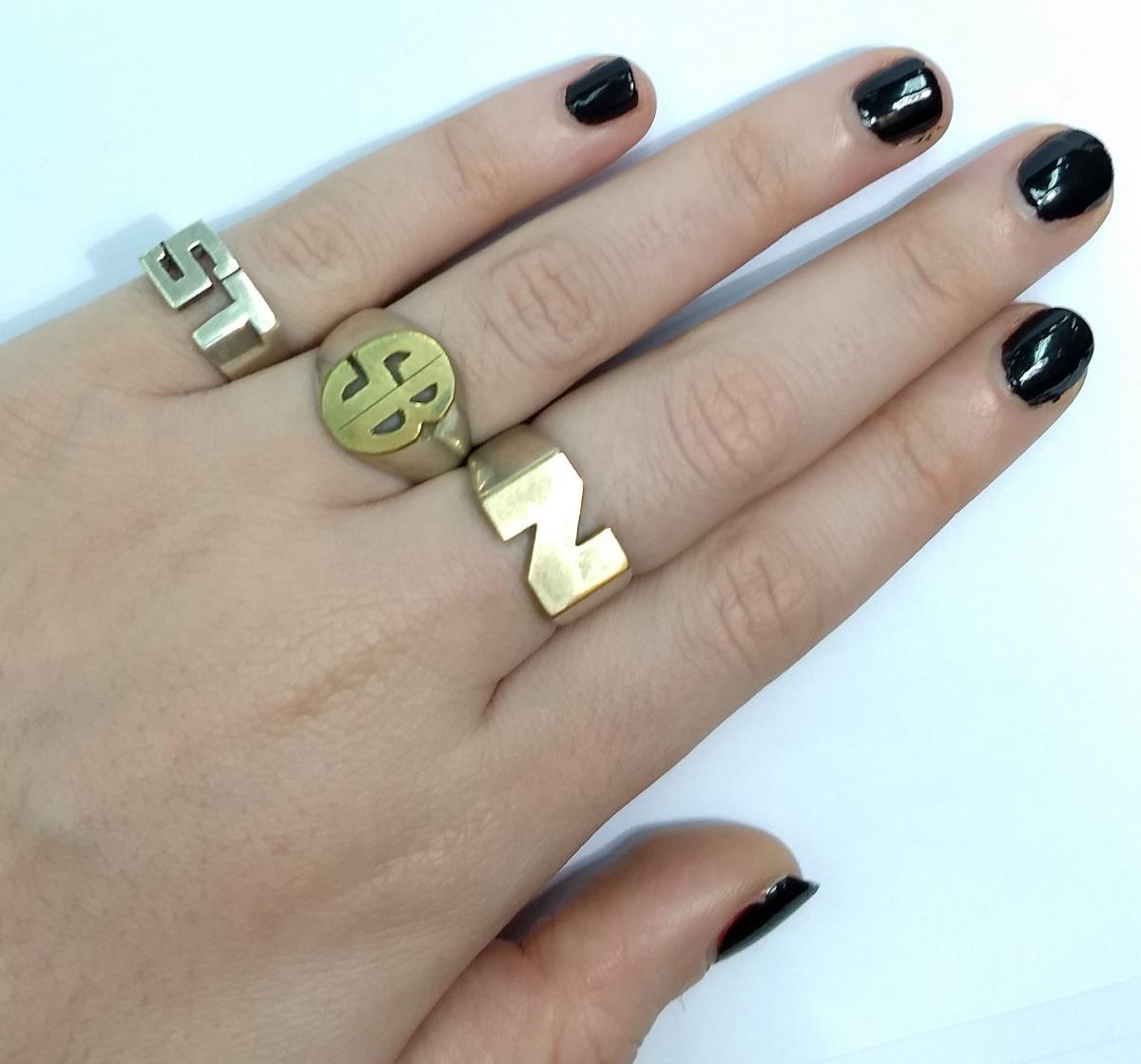 4720ba808366 anillo plata y oro ovalado con dos iniciales. Cargando zoom.