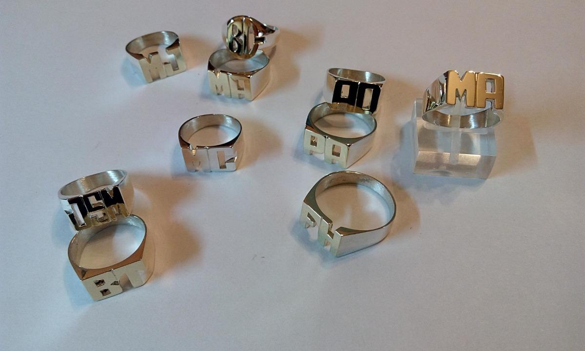 efd4aab3c437 anillo sello iniciales plata (925) oro (18kt.) Cargando zoom.