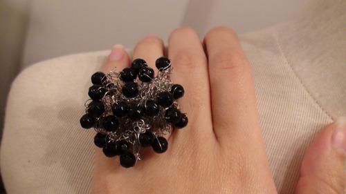 anillo tejido con piedras