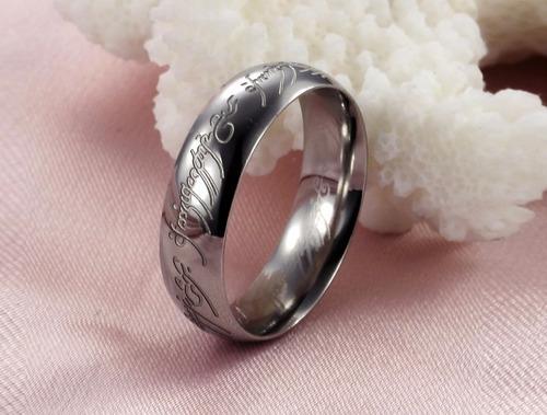 anillo tipo señor de los anillos en color plata negro dorado