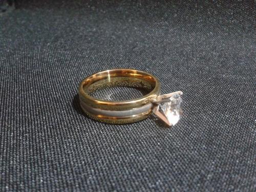 anillo titanio ac. inox. con circonio cubico del #7 a-52