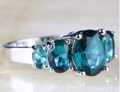 anillo topacio verde # 6  baño en plata