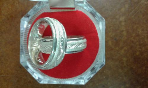 anillos de boda en zircón y  antiestrés