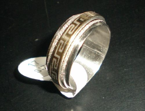 anillos dorados y brillantes en acero inoxidable bellos