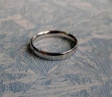 anillos plateados para parejas de acero inoxidable
