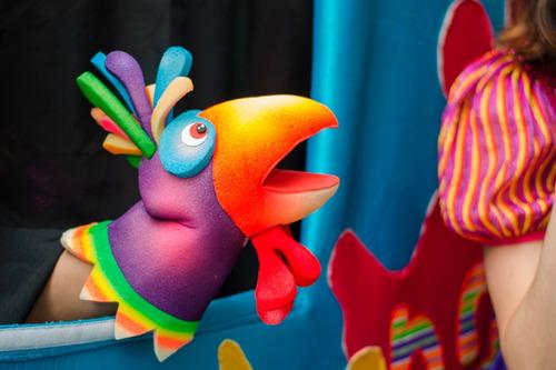 animaciones con títeres, música, disfraces, juegos, burbujas