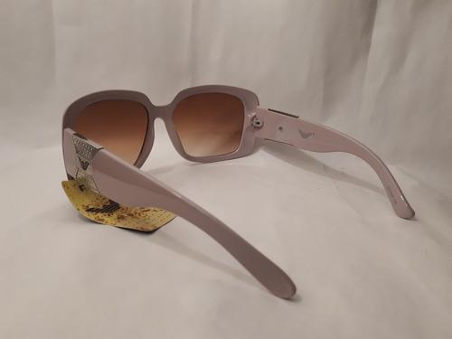 anteojos de sol color beige