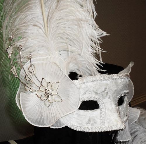 antifaces novias con aplique y pluma signora maschera