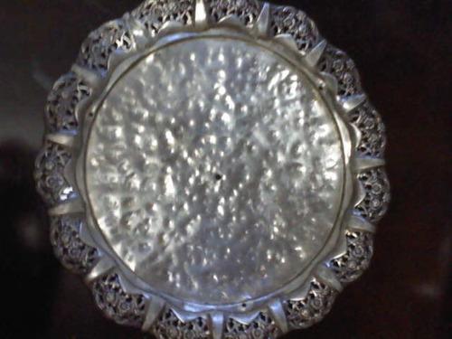 antiga bandeja metal amarelo - banho de prata - enfeite