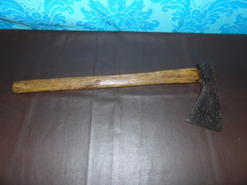 antiga ferramenta machado grande