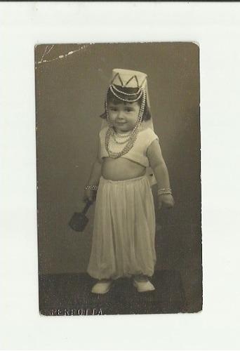 antiga foto de menina vestida de odalisca carnaval de 1945
