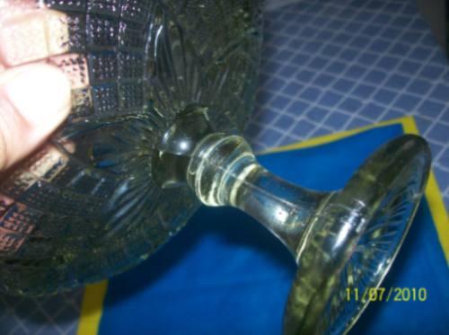 antiga fruteira de vidro prensado