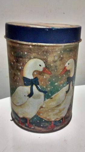 antiga lata cisnes