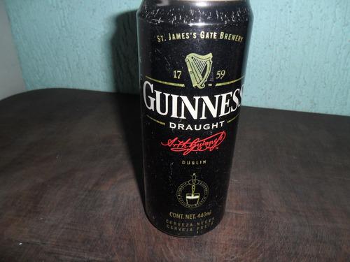 antiga lata de cerveja guinness
