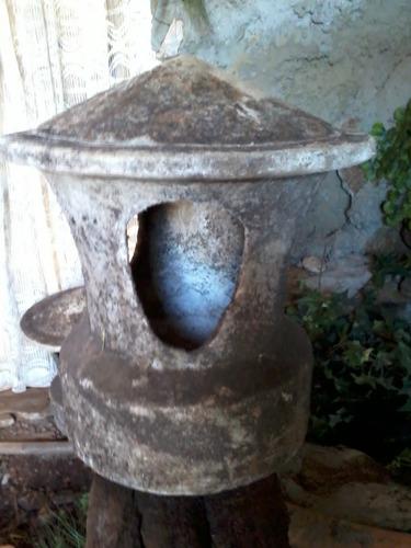 antiga luminária de jardim ou passeio - caminho