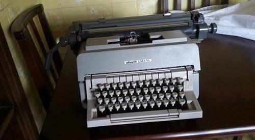 antiga máquina de escrever