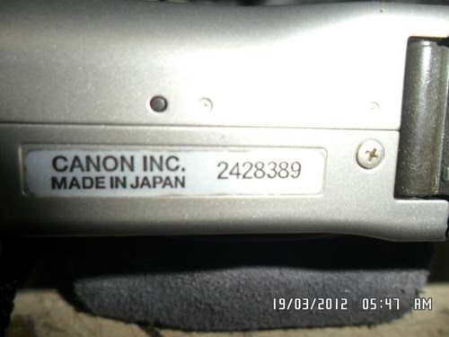 antiga máquina fotográfica canon ixy