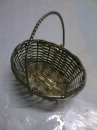 antiga miniatura cesta metal prateado