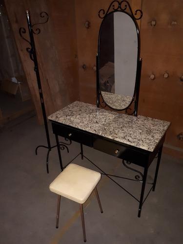 antiga rara penteadeira aço tampo marmore, arara e banqueta