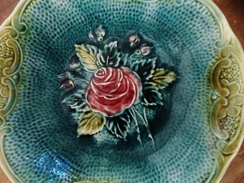 antiga travessa zell majólica - botão de rosa e folhagens