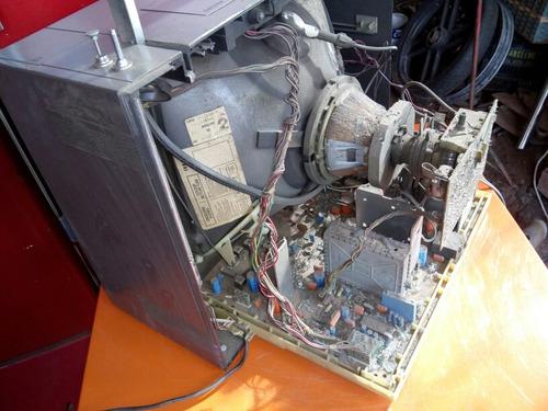 antiga tv fhlips de 14 pl. não funciona.