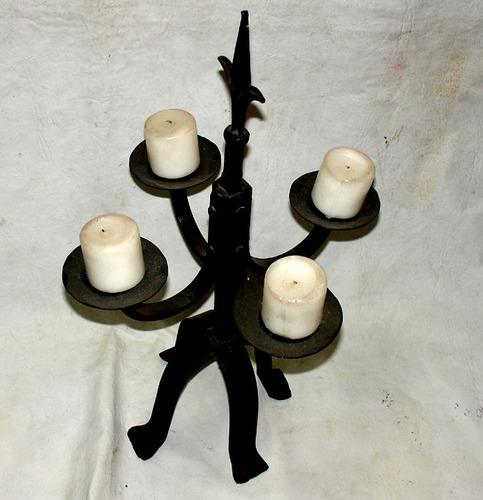 antigo candelabro en hierro forjado con 3 velas hermoso