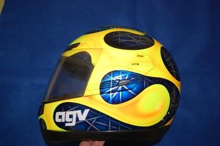 antigo capacete agv italy com pintura assinado artmix