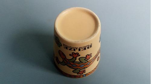 antigo copinho de porcelana de cachaça com propaganda belize