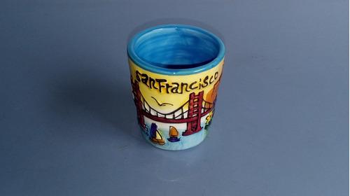 antigo copinho de porcelana de cachaça de san francisco
