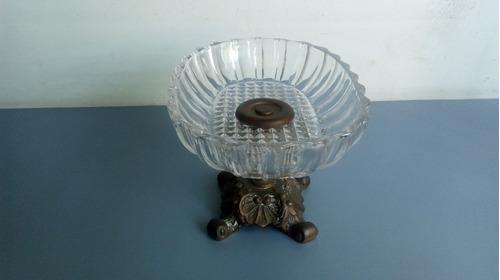 antigo e belo centro de mesa em cristal com pé de bronze