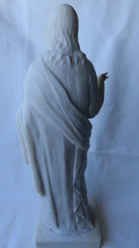 antigo jesus cristo em bloco de mármore branco