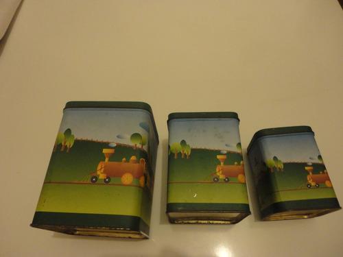 antigo jogo de latas decoradas com trenzinho e soldadinhos.