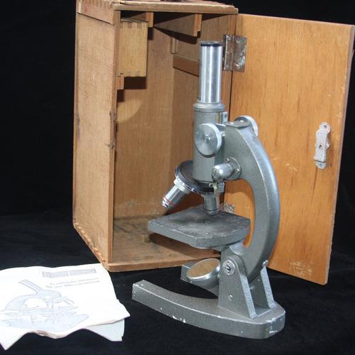 antigo microscópio da marca alemã eschenbach