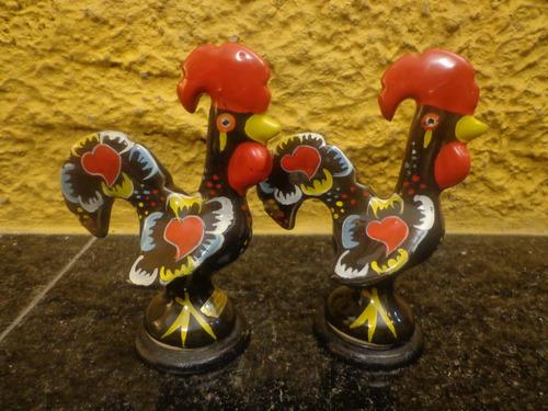 antigo par de galinhos de portugal em porcelana - r 5154