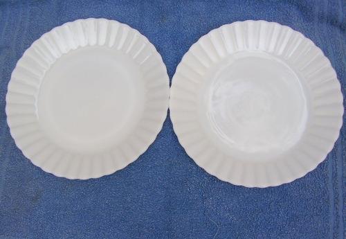 antigo par pratos rasos louça termo-rey na cor branca