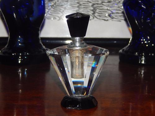 antigo perfumeiro em cristal facetado