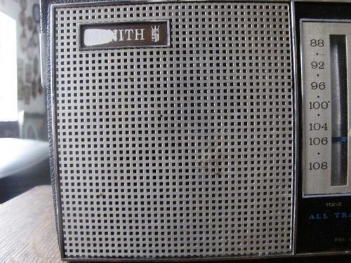 antigo radio portátil zenith movido a pilha #2114