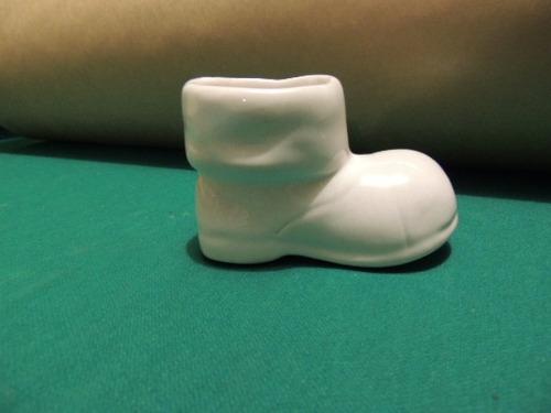 antigo sapatinho de porcelana branca