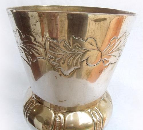 antigo vaso banhado a prata