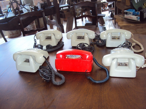 antigos aparelhos de telefone de disco, lindas peças...
