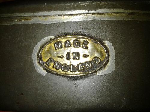 antigua aceitera de maquinas, inglesa, 35x9x8. usada