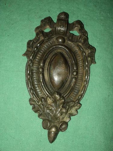 antigua aplicación de bronce macizo.