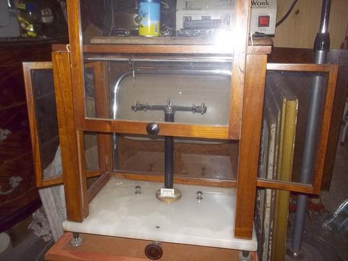 antigua balanza analitica de laboratorio roble y onix excele
