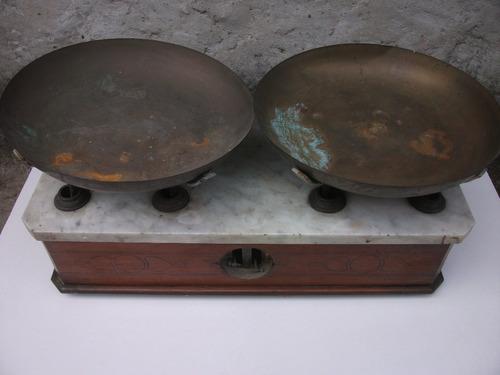 antigua balanza de dos platos - marmol / madera / bronce