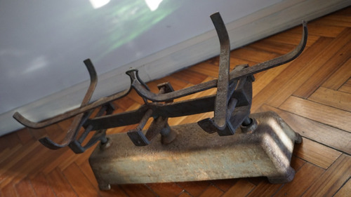 antigua balanza de hierro sin los platos decoracion