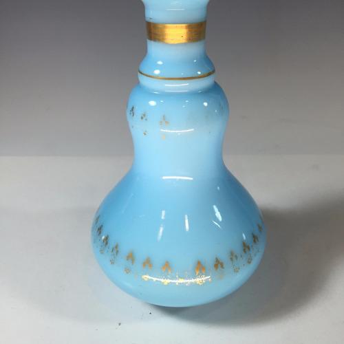 antigua botella de opalina color turquesa y detalles dorado