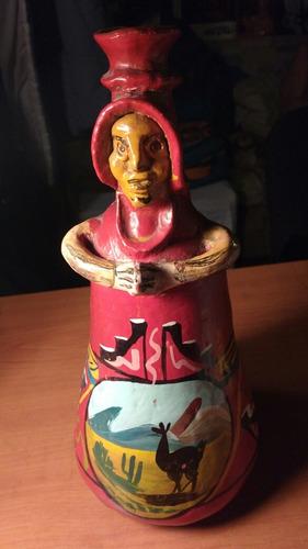 antigua botella de terracota peruana.